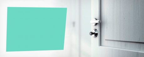 Акция в интернет-магазине Двери СК Фурнитура в подарок